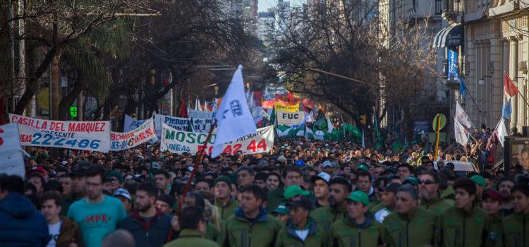 Una multitud apoyó a los choferes de colectivos