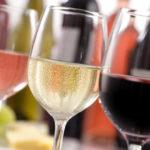 Consumir alcohol de forma moderada también afectaría al cerebro mientras envejece