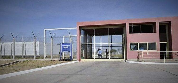 Droga en el penal de Bouwer ingresada por empleados: Un oficial detenido