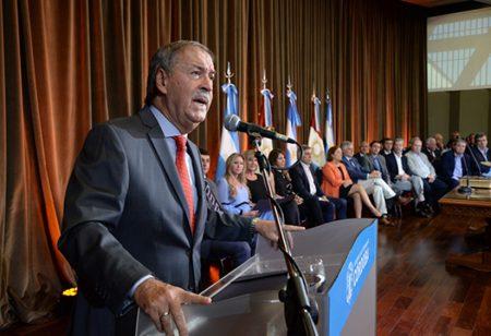 """El gobernador conduce """"el minuto a minuto"""" de la negociación en el conflicto de EPEC"""