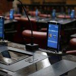 Unicameral: Antes de votar, los legisladores deberán validar su identidad con un lector de huellas