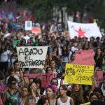 Una multitud reclamó por el aborto, el fin de la violencia de género y la igualdad salarial