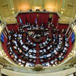 La oposición aprobó en el Senado la ley que frena los aumentos de tarifas