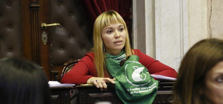 La diputada Estévez denuncia violencia contra quienes promueven el aborto