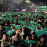 Una multitud reclamó por aborto legal, seguro y gratuito y tiñó de verde la ciudad