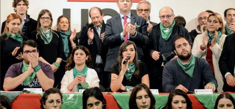 La JR y Franja Morada les pidieron a los senadores radicales que voten a favor del aborto