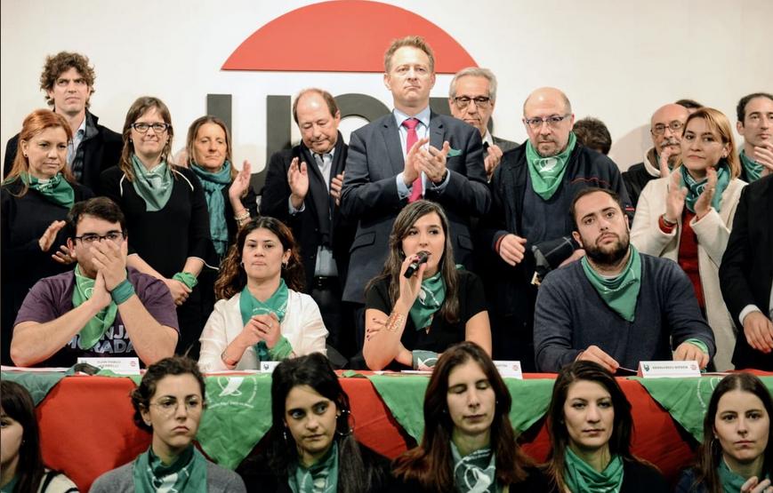 Aborto legal  El radicalismo le pidió a sus senadores que voten a favor