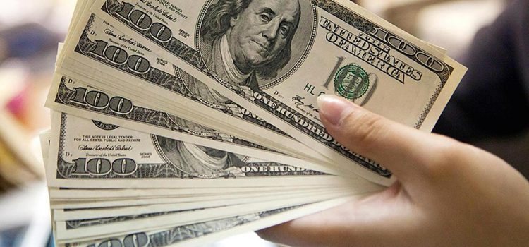 El dólar vuelve loco al país, pero una encuesta muestra que la mayoría no elige comprarlos