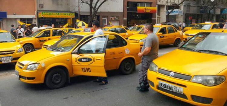 Taxistas cordobeses rodearán la Municipalidad para hablar con Mestre y protestar contra Uber