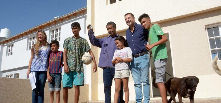 Mestre entregó las primeras 11 viviendas del plan de Mejoramiento Barrial de Marqués Anexo
